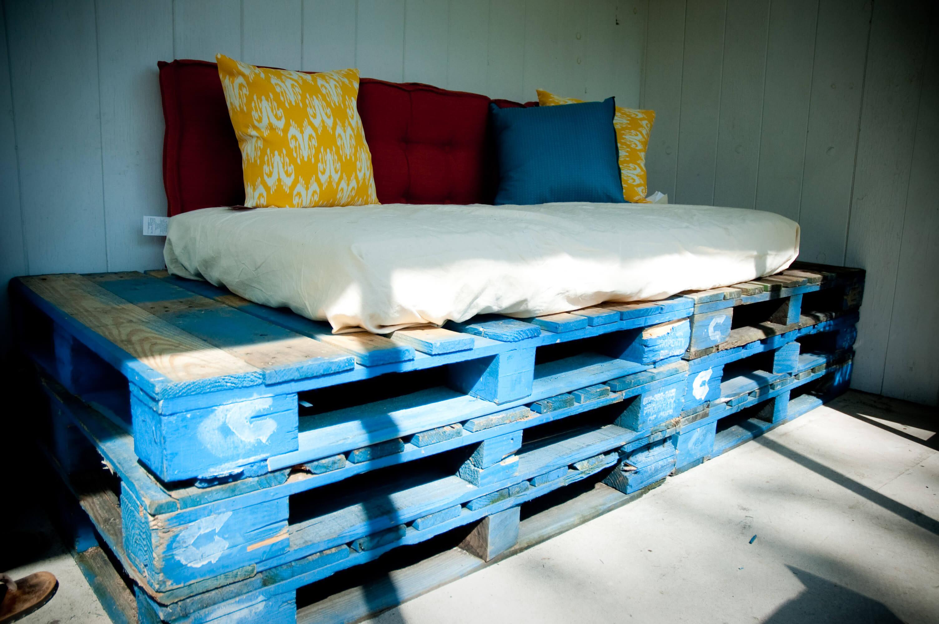 Upcycling –palety jako łóżko